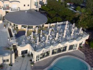 A bird's-eye view of Grand Hotel La Playa