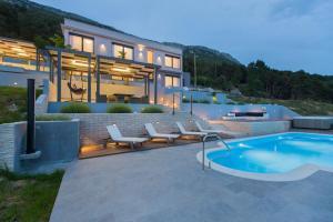 Bazén v ubytování Villa Blue Hill nebo v jeho okolí