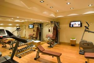 The fitness center and/or fitness facilities at Starhotels Metropole