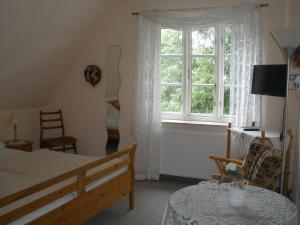A bed or beds in a room at Pension Peterswarft