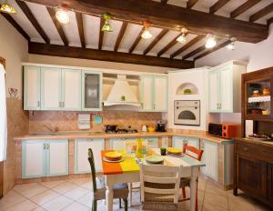 Cucina o angolo cottura di Casa Vacanze Divina