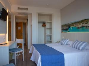 A bed or beds in a room at Seramar Hotel Luna - Luna Park Adults Only