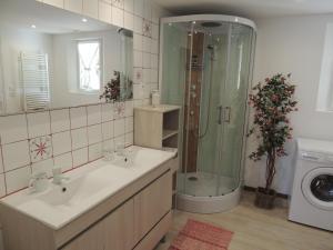A bathroom at La Jarillais