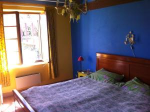 Een bed of bedden in een kamer bij Domaine Bessiere