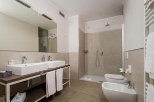A bathroom at Hotel Griso Collection