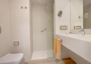 A bathroom at SBH Maxorata Resort