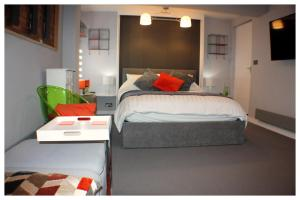 A bed or beds in a room at The Light Room at no.7