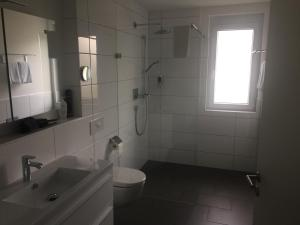 A bathroom at Golfhotel Hebelhof (Wellness-Appartement)