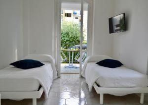 A bed or beds in a room at Case Vacanze Ganimede