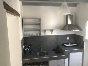 Cuisine ou kitchenette dans l'établissement Apostolis Windmill