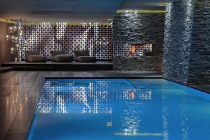 Der Swimmingpool an oder in der Nähe von Hotel Zhero – Ischgl/Kappl