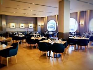 A restaurant or other place to eat at H Star Residences-- Paradise Stayz