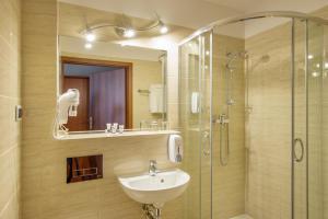 A bathroom at Hotel Krakus
