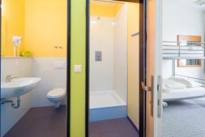 A bathroom at Airport Hostel