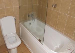 A bathroom at Qualer Apartments & Hotels