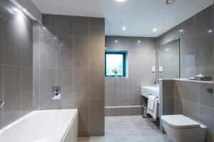 A bathroom at Vale Resort