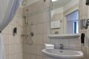 A bathroom at Hotel Arde Köln Zentrum