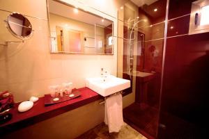 A bathroom at MLL Mediterranean Bay - Adults Only