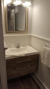 A bathroom at Atlantic Motel