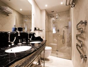 A bathroom at Boutique Hôtel Konfidentiel