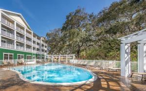 The swimming pool at or near Hampton Inn & Suites Jekyll Island