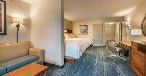 A seating area at Hampton Inn & Suites Jekyll Island