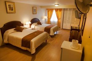 A bed or beds in a room at Hotel Britania San Borja