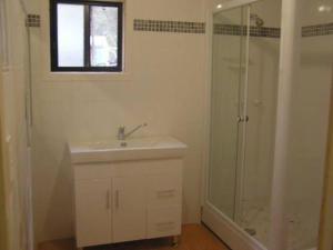 A bathroom at Hakuna Matata