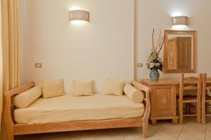 A seating area at Hotel Libyssonis
