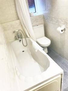 A bathroom at Brentwood Guest House