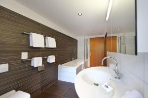 A bathroom at Hotel Garni Testa Grigia