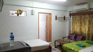 A bed or beds in a room at Chan Myae Guesthouse