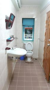 A bathroom at Chan Myae Guesthouse