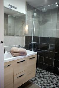Salle de bains dans l'établissement Gîte Maison de Denise