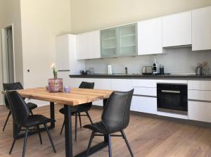 A kitchen or kitchenette at Anker Guest House