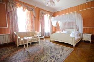A seating area at Sergievskaya Hotel
