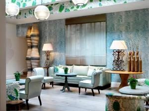 A seating area at Haymarket Hotel, Firmdale Hotels