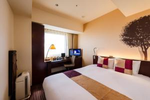 A bed or beds in a room at Hotel Keihan Asakusa