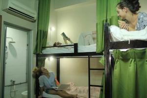Litera o literas de una habitación en Birdnest Guesthouse, Gaia Rooftop Cafe