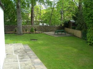 A garden outside The Tops Self Catering