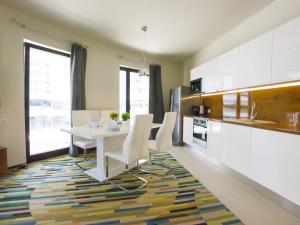 A kitchen or kitchenette at VacationClub - Baltic Park Molo Apartment D107