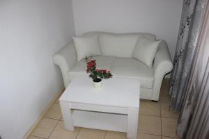 A seating area at Hotel Ciucas