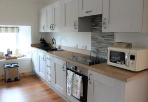 A kitchen or kitchenette at The Annex at Borlum House