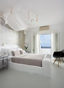 A bed or beds in a room at Milos Hotel