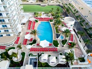 A view of the pool at Hilton Fort Lauderdale Beach Resort or nearby