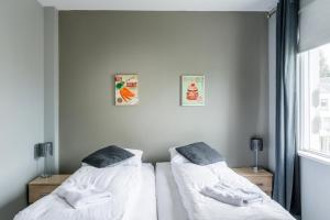 A bed or beds in a room at TOWN SQUARE Guesthouse