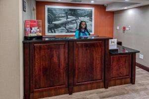 The lobby or reception area at Hampton Inn Orlando-Maingate South