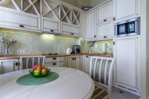 Кухня или мини-кухня в Life Inn Apartments