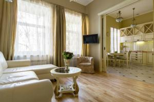 Гостиная зона в Life Inn Apartments