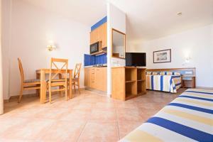 A kitchen or kitchenette at azuLine Hotel - Apartamento Rosamar